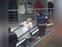 Ruchome schody czyli syzyfowe prace blondynki