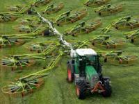 Dziwne współczesne mega maszyny: Traktor, Kombajn, Układacz siana i inne.