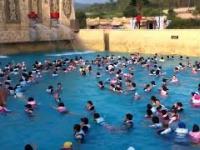 Sztuczna fala w parku wodny w Koreii