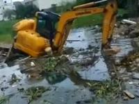 Chińczyk utopił koparke