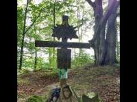 Wyprawa do świętej kapliczki znalezionej w lesie