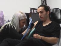 Bliźniacy wkręcają panią od tatuaży