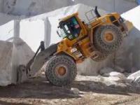 Mega maszyny - wydobywanie granitu : Koparka, Ładowacz, Buldożer i Traktor