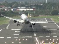 Lądowanie samolotu przy sporym wietrze
