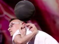 Zobaczcie genialny występ z piłkami! [Mam Talent!]