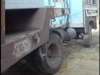 Odpalanie ciężarówki w Indiach