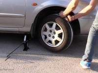Jak uruchomić samemu auto, kiedy padł Ci akumulator?