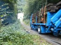 Test zgniotu kabiny ciężarówki pełnej ładunku