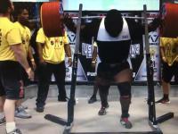 Ray Williams wyciska w przysiadzie 1005 funtów / 455 kg Raw
