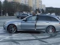 Petter Solberg w przebraniu 82-latka wkręca pracowników Mercedesa