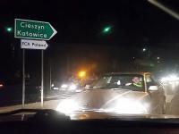 Problemy kierowcy BMW - Pod prąd i krawężnik