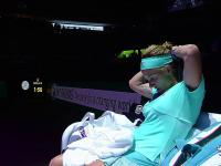 Wściekła Kuzniecowa obcina włosy w przerwie meczu tenisowego