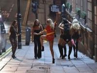 Ciężki powrót angielskich nastolatek w Halloween