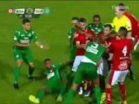 Piłkarz wpadł w furię i zaatakował sędziego! Liga Brazylijska