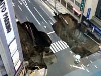 Lej krasowy na jednej z głównych ulic Fukuoka w Japonii