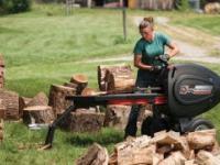 Siekiera do rąbania i Piła : Mega maszyny dla automatycznej pracy po drzewie.