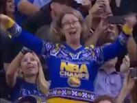 Kiedy przyprowadzisz swoją mamę na mecz koszykówki