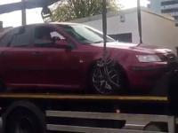 Kierowca, który postanowił nie dopuścić do odholowania auta i uciekł z lawety
