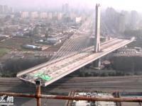 Bezkolizyjne budowanie mostu w Chinach