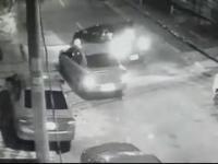 Policjant reaguje na napad w najlepszy możliwy sposób