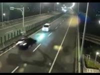 Czołowe zderzenie na autostradzie