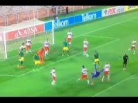 Bramkarz strzela z przewrotki w ostatnich sekundach meczu