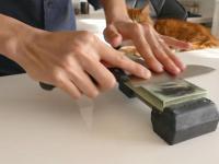 Naostrzenie noża kosztującego jednego dolara