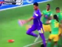 Bramkarz strzela gola w doliczonym czasie gry