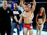 Zawodnik MMA uderza dziewczynę po ogłoszeniu niekorzystnego werdyktu