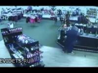 Facet podczas próby napadu na sex-shop obrzucony sex-zabawkami