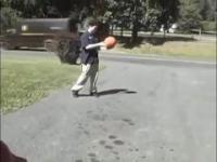 Co się stanie, jeżeli za mocno napompuje się piłkę do koszykówki
