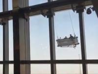 Awaria platformy do mycia okien i dwóch uwięzionych pracowników