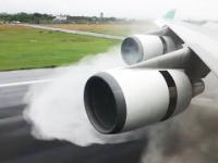 Lądowanie Boeingem 747-400 na mokrej nawierzchni