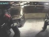 Moment wejścia zamachowca do Klubu w Stambule/ Terrorist in Stambul