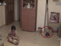 Nawiedzona lalka w pokoju małej dziewczynki