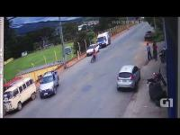 Niezniszczalny człowiek na motocyklu