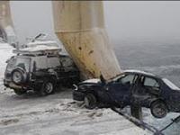 Statek z samochodami podczas sztormu
