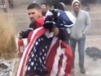 Pracownik FedExa staje w obronie amerykańskiej flagi