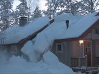 Zrzucanie ogromnej warstwy śniegu za pomocą... sznura