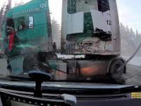 Zderzenie dwóch ciężarówek