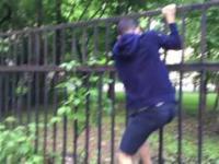 Jak przeskoczyć wysokie ogrodzenie