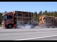 Porównanie drogi hamowania ciężarówek z przyczepami o różnych ładunkach