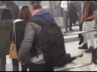 Atak koktajlem Mołotowa w pociągu - Hong Kong