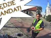 bardzo miły policjant wystawia mandat