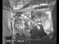 Kibole Legii Warszawa zdewastowali klub przed meczem z Ajaxem Amsterdam - Film z monitoringu