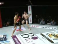 ładny knockout wysokim kopnięciem