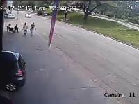 Niespodziewany atak rozpędzonego koła samochodowego