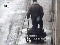 Transportował partnerkę na wózku