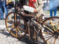 Zabytkowy motocykl z silnikiem parowym