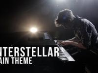 Motyw przewodni z Interstellara na pianinie